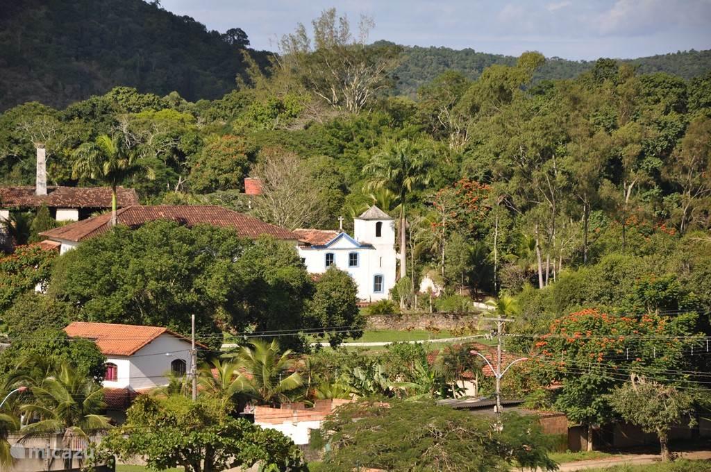 De vallei van Itaocaia waarin het huis is gelegen.