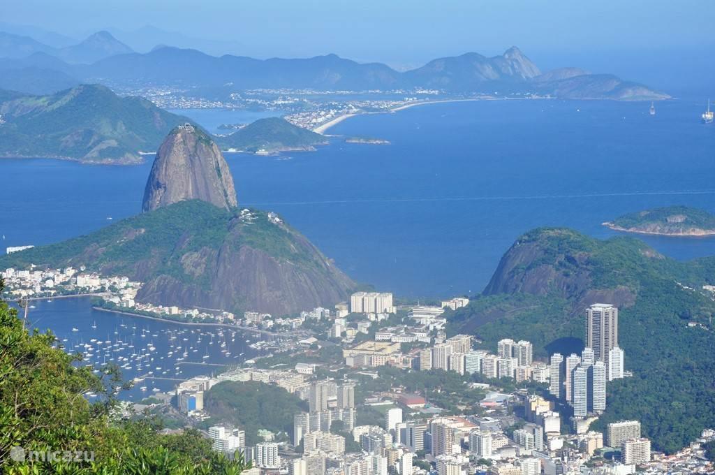 Rio is vlakbij. Itaipuaçu ligt rechts in de verte.