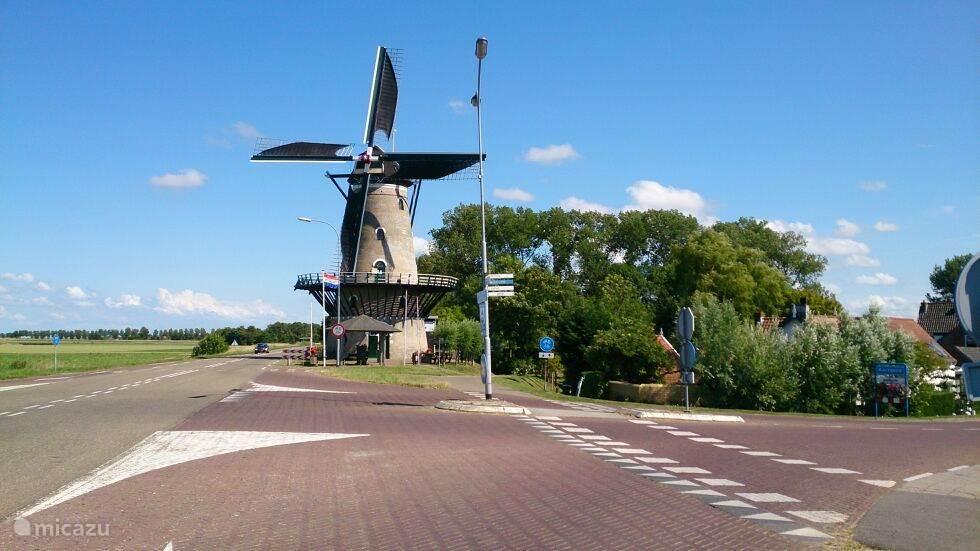 De totaal gerenoveerde Meel molen in Kortgene beslist een bezoekje waard