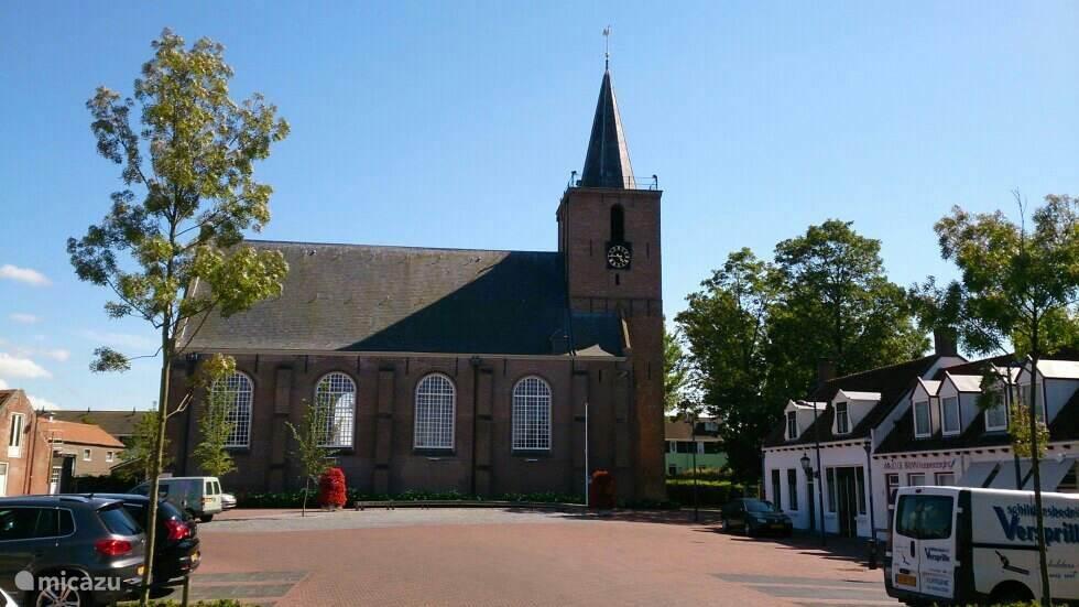 De Kerk aan het eind van de Hoofdstraat in Kortgene