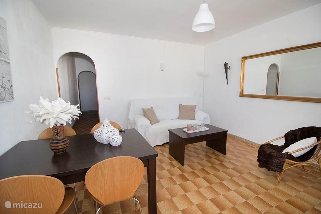 De gezellige woonkamer van Del Sol