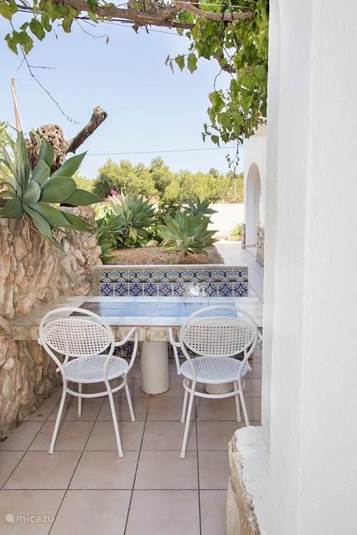 Leuk Spaans plekje in de tuin