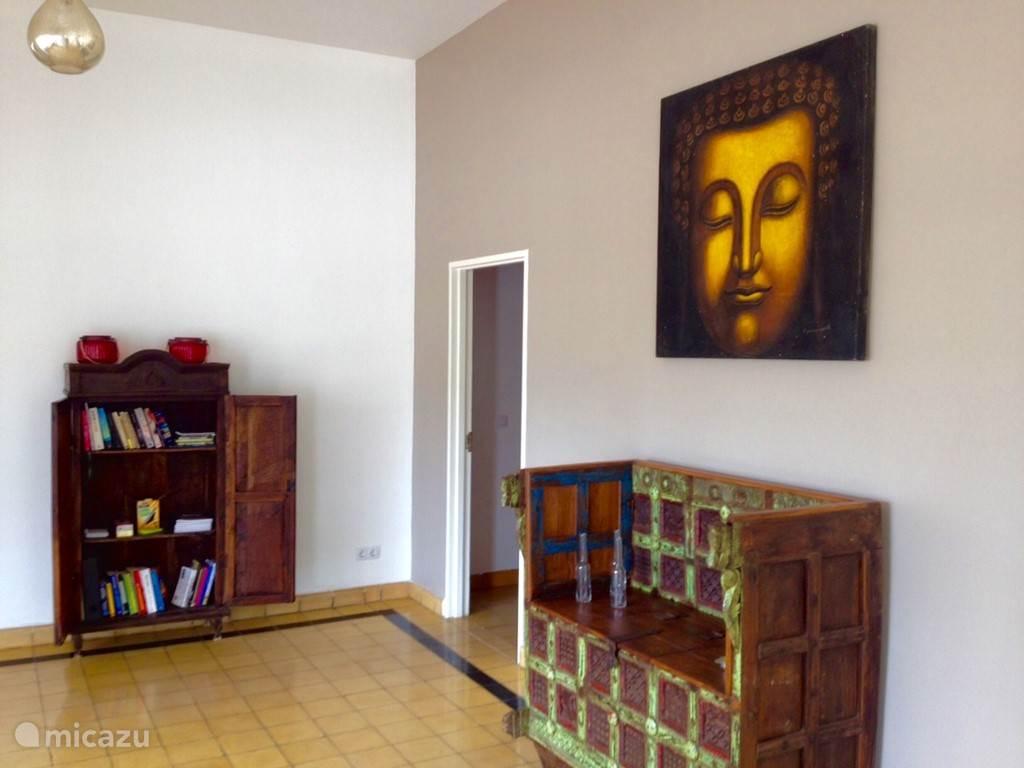 Een kleine verzameling boeken en bordspellen is in de villa aanwezig!