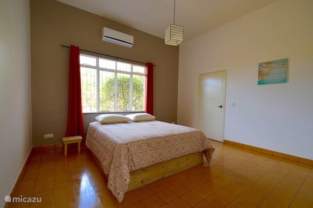 Ruime slaapkamer Nr 2 met nieuw bed en matras!