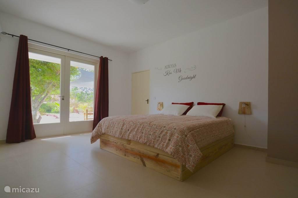 Ruime slaapkamer Nr 4 met nieuw bed en matras!