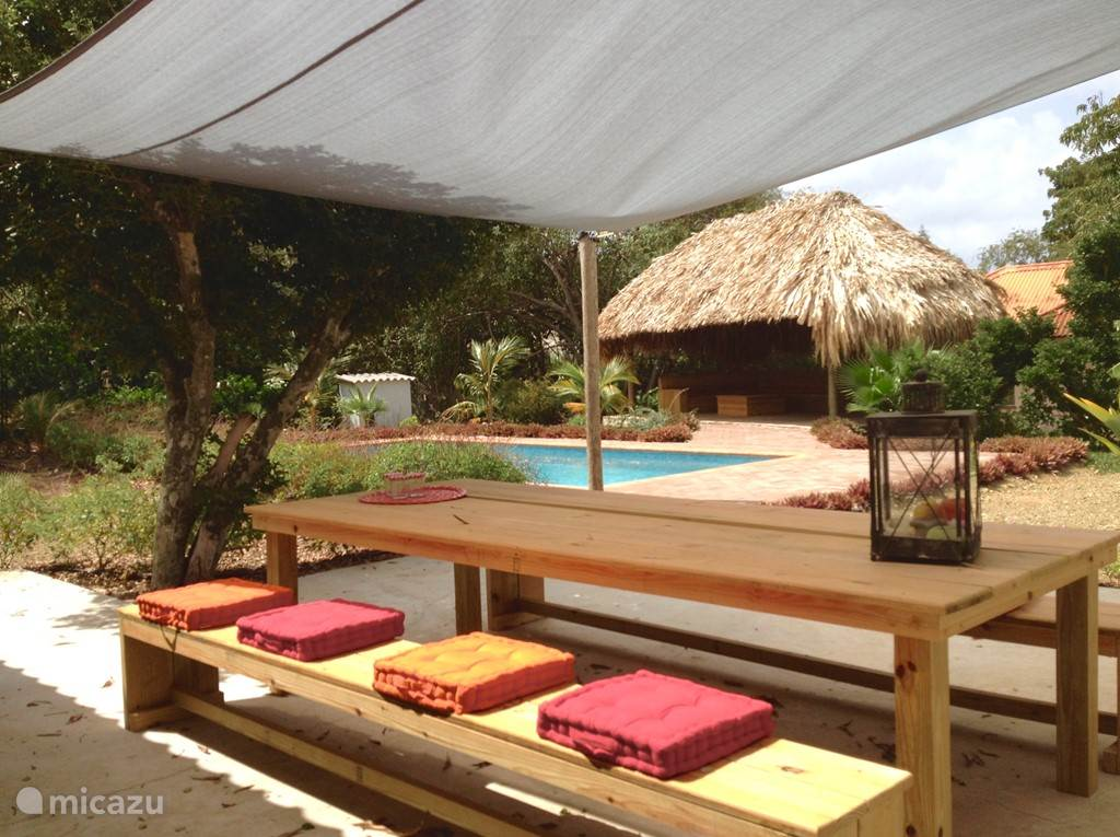 Heerlijk ontbijten, lunchen, borrelen en dineren naast het privé zwembad!