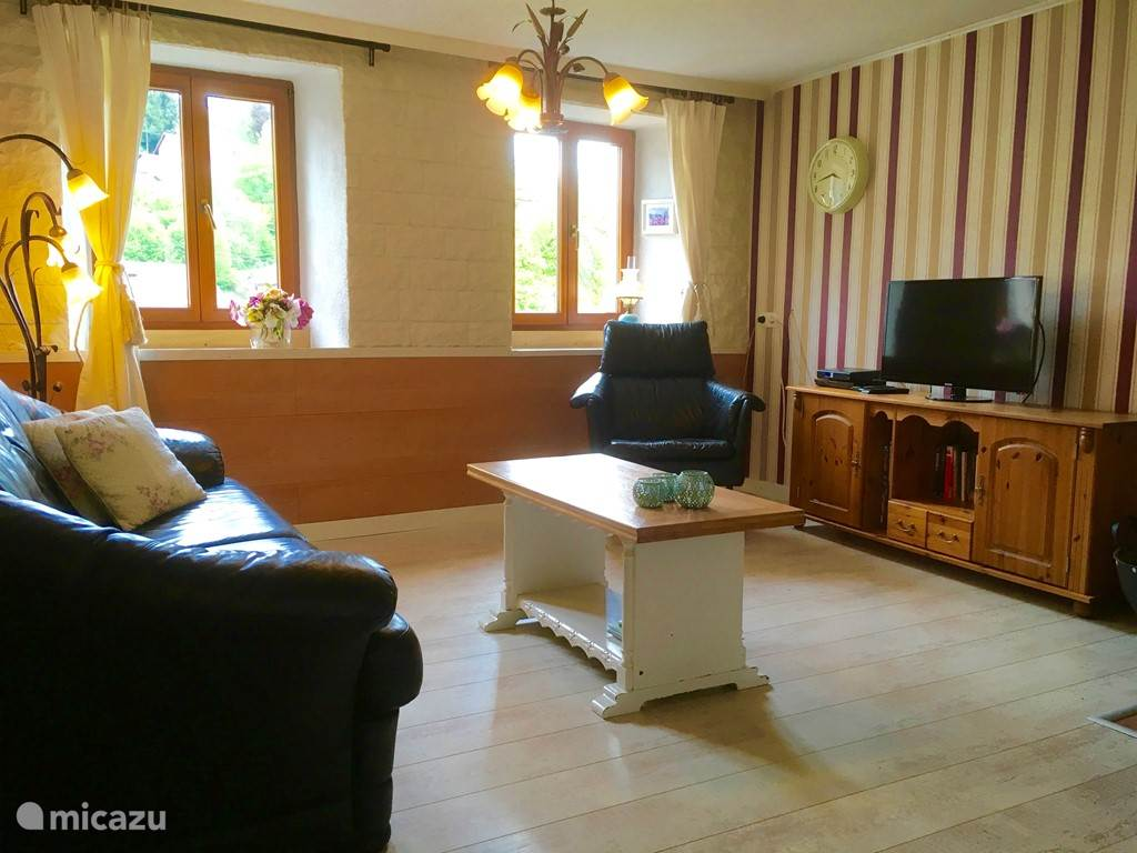 In the living room there is a 2.5 seater sofa and an armchair. The TV receives Dutch channels via Canal Digital. The DVD is a bleu-ray disc recorder. Movies are provided but you can bring DVDs themselves. The wood stove is also located in the living room.