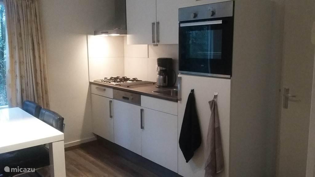 Keuken met afwasmachine