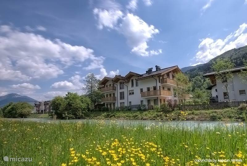 Residenz Kitzblick is located in the centre of Kaprun on a sunny location. The balconies offer a magnificent view of the Kitzsteinhorn and the surrounding mountains.
