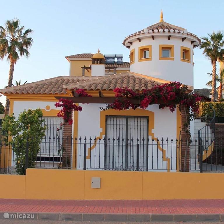 Casa Alegría, gelegen in een doodlopende straat Met afgesloten privétuin en nieuw privézwembad. Dakterras en wijds uitzicht over de omgeving