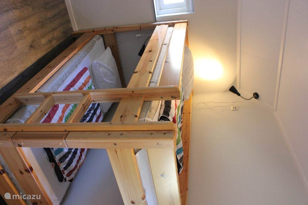 1 slaapkamer met 1 stapelbed