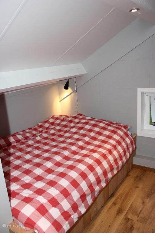 slaapkamer boven met 1 tweepers. bed