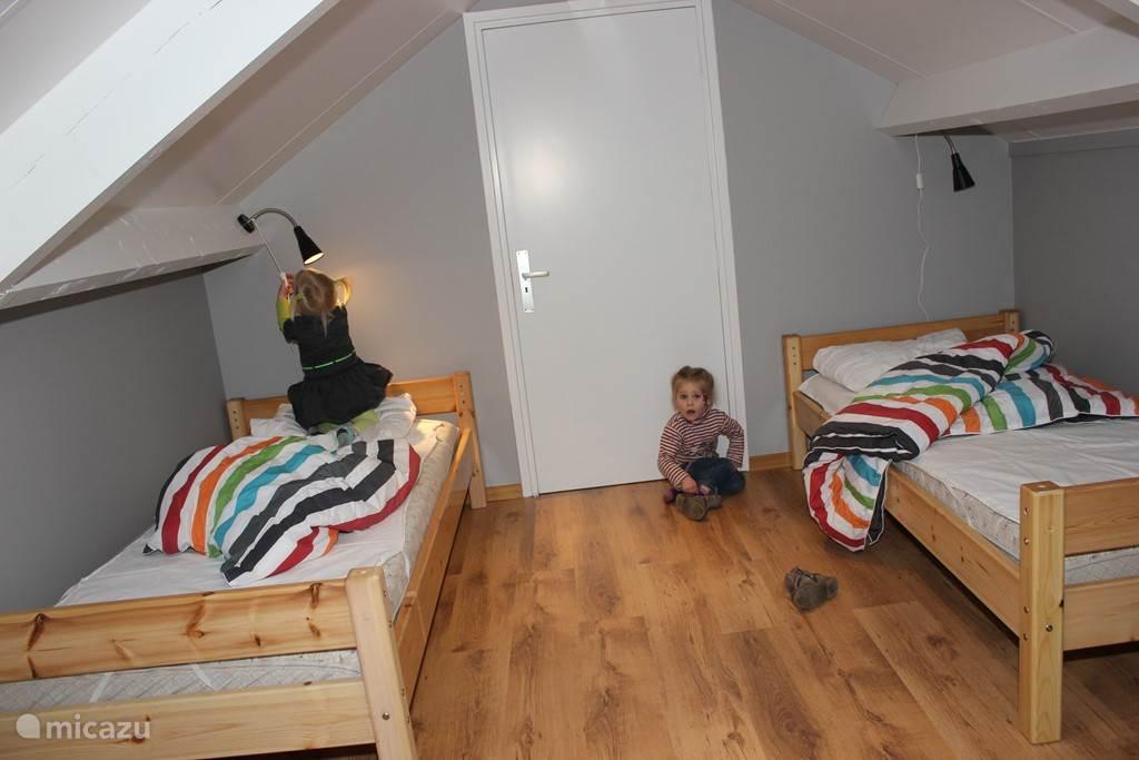 slaapkamer boven, 2 éénpers.bedden en 1 tweepers. bed