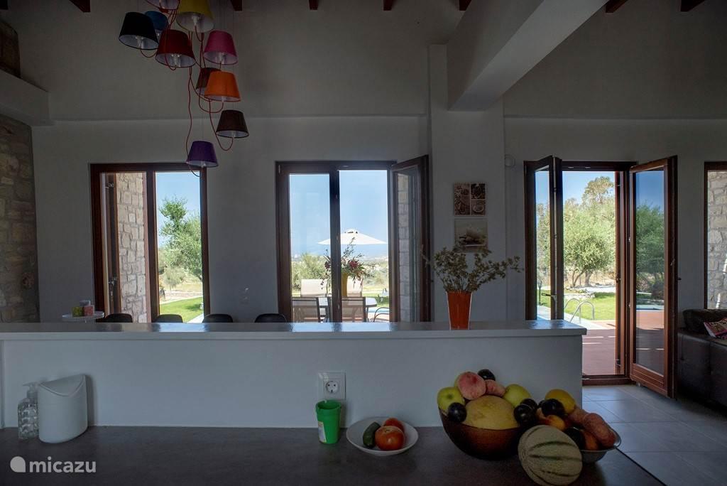 uitzicht vanuit de keuken