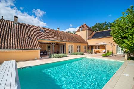 Vacation rental France, Dordogne, Clermont-de-Beauregard holiday house Maison De La Couronne