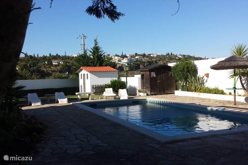 ferienhaus casaquatroventos in albufeira algarve portugal mieten micazu. Black Bedroom Furniture Sets. Home Design Ideas