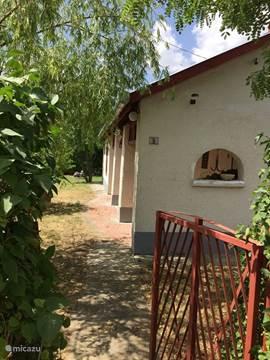 Vakantiehuis het rode huis hongarije tiszameer in tiszaszentimre tiszameer hongarije huren - Overdekt terras tegel ...