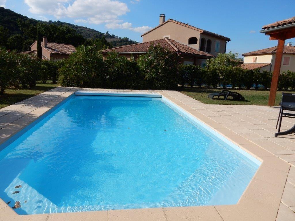 HERFSTVAKANTIE: 2-10 p.Villa met VERWARMD prive zwembad nu € 895 p.wk., Airco, Wifi; AUPING bedden,Tennisbn.;fitness app.; park a.d.Rivier Ardèche