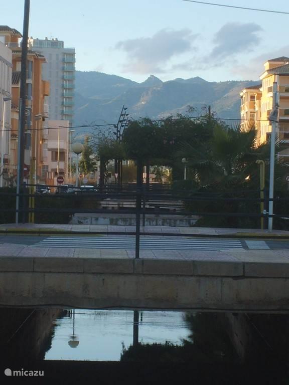 Moncofa met bergen op achtergrond