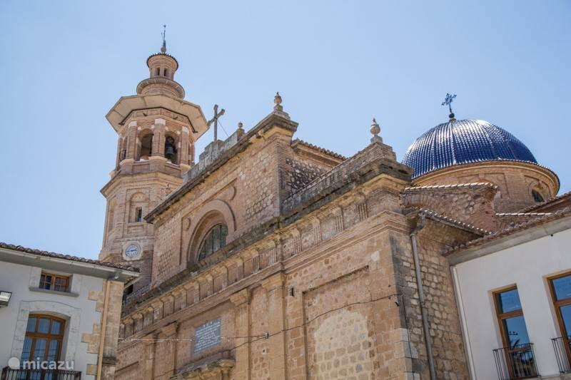 Het centrum van Jalon met een mooi kerkje