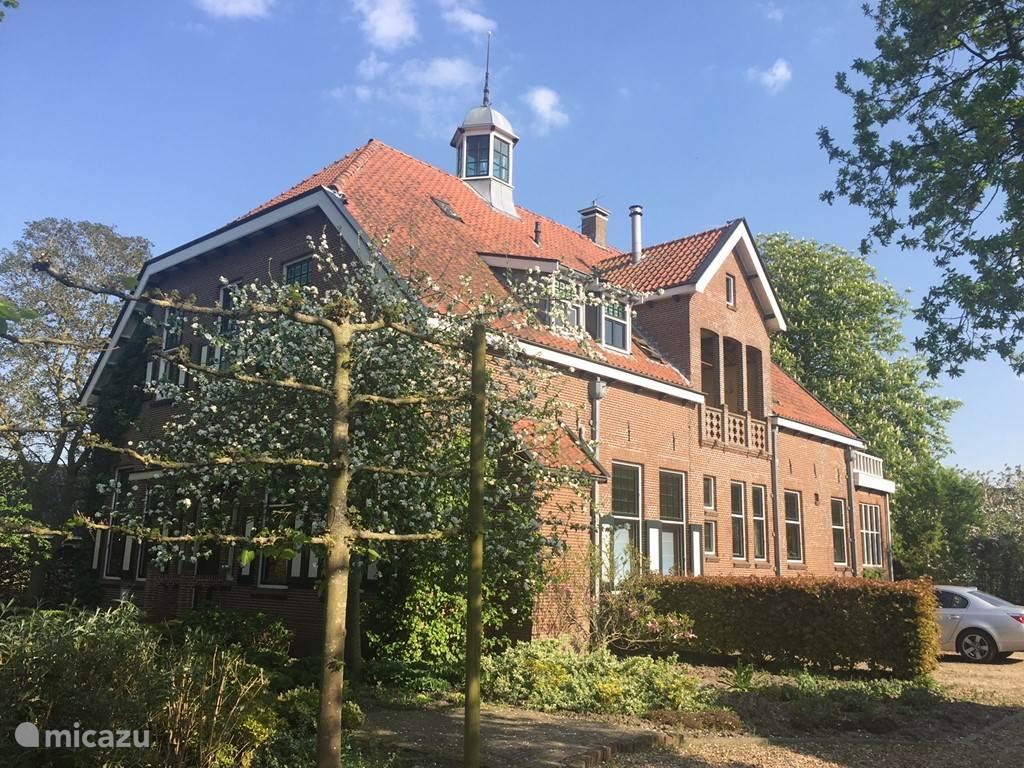 Vakantiehuis Nederland, Friesland, Sint Jacobiparochie Villa Monumentale villa Seulle State