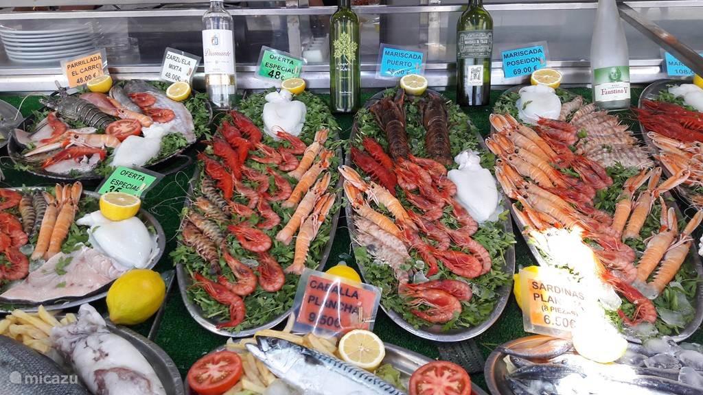 keuze in overvloed in de talrijke visrestaurantjes aan de haven