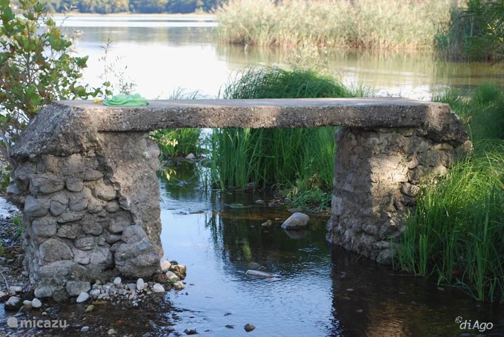 Mijmeren over waar dit bruggetje heen voert.