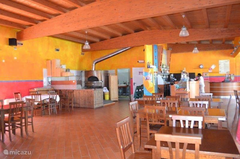 Restaurant met echte houtoven