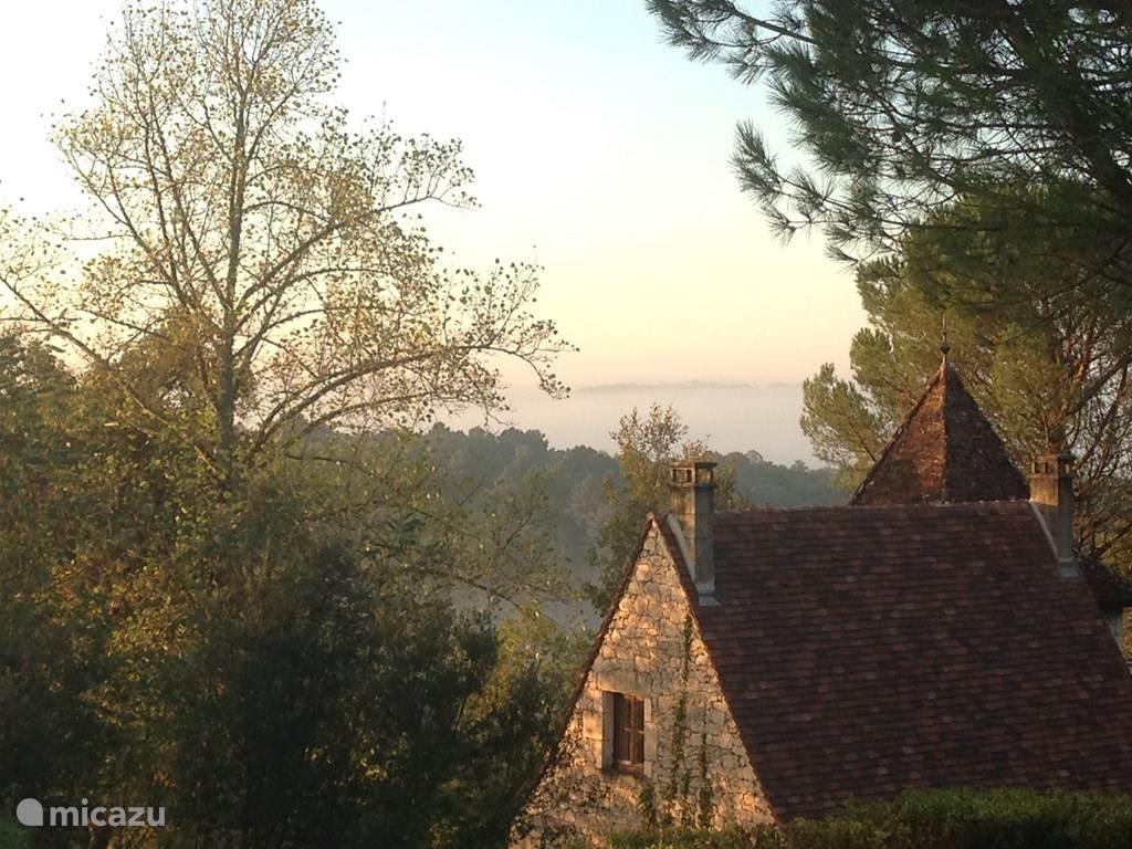 Lo Tsouco met uitzicht over de omgeving (voor) in de vroege ochtend