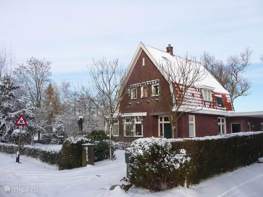 het woonhuis in de winter