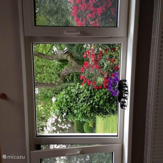Prachtige doorkijk vanuit de woonkamer.