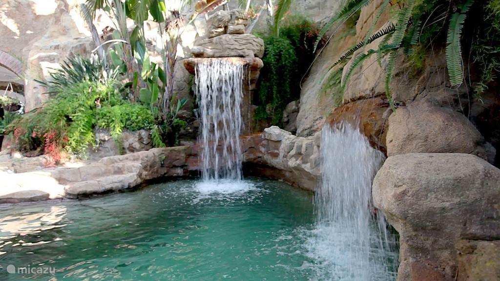 Lekker relaxen bij het prachtige zwembad