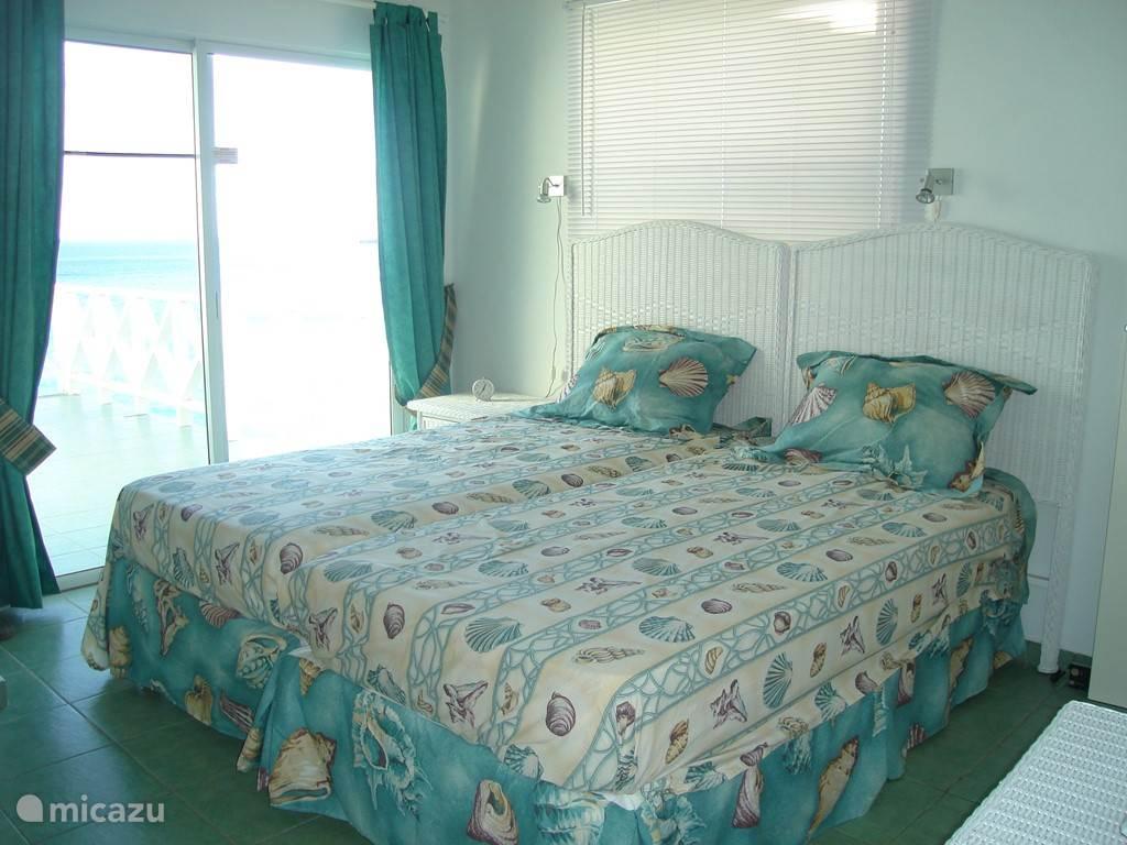 slaapkamer op verdieping met groot terras/balkon