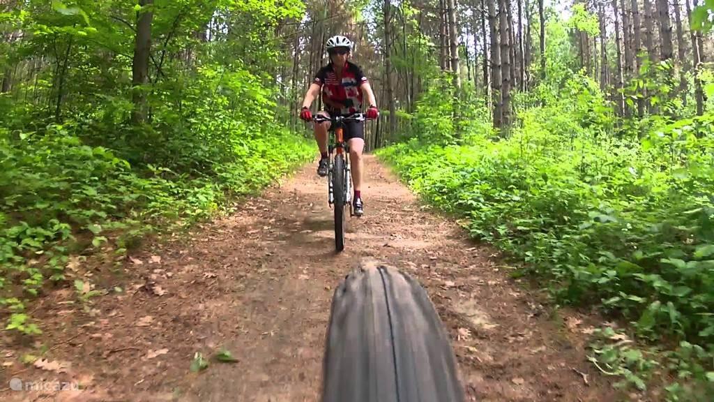 lekker biken door het bos
