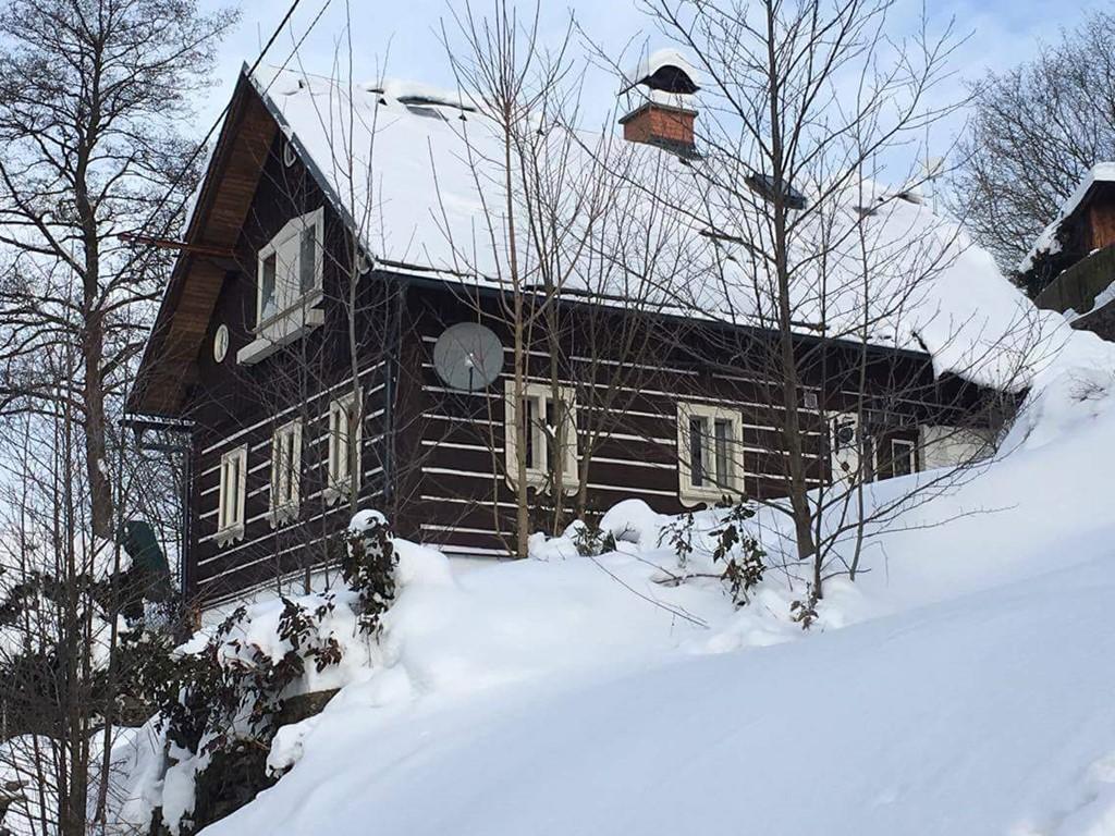 Geniet van ons heerlijke huisje in de maand januari met 10 % korting! skipiste 800 meter van het huis.