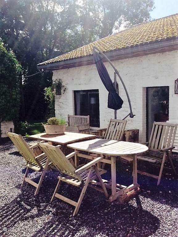 Voor terras Maison Fleurie