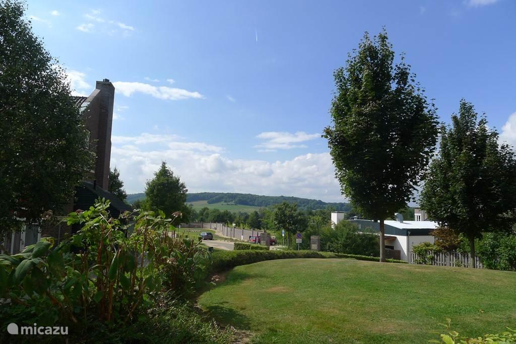 vanaf het privé terras uitzicht over heuvels