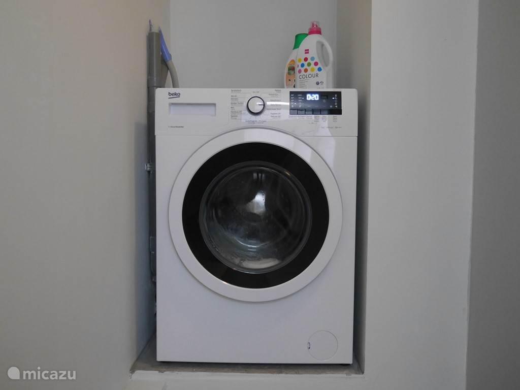 Geluidsarme wasmachine in separate berging.