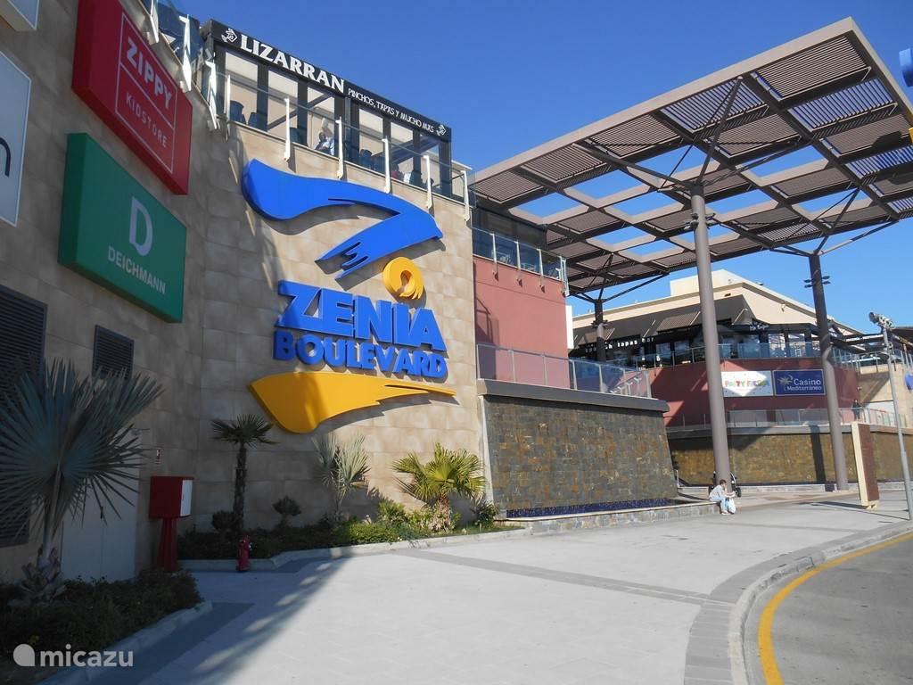 La Zenia Boulevard .Zeer lux winkelcentrum met veel restaurants op loopafstand
