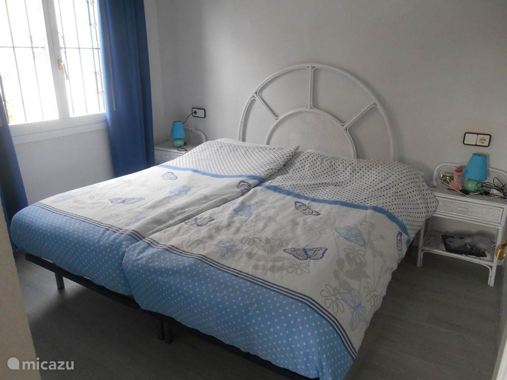 1e slaapkamer met zeer grote kledingkast