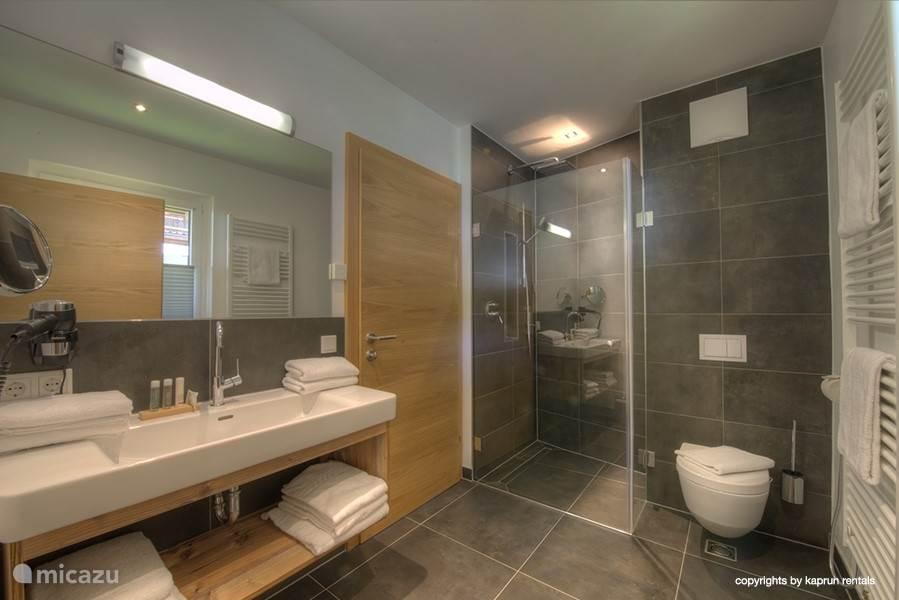 De badkamers zijn van hoge kwaliteit, prachtig afgewerkt met de beste materialen!