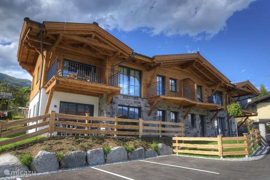 Het prachtige, luxe appartementencomplex Tauern Suites, met schitterend uitzicht over het nationale park Hohe Taurn en met sauna.