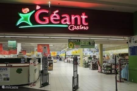 Mega supermarkt Geant Casino Frejus