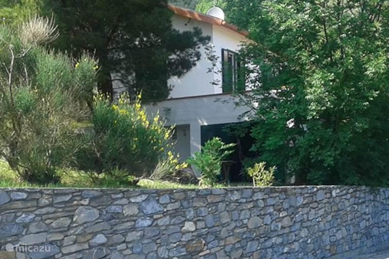 ferienhaus bloemenriviera vakantiehuis italie in albenga ligurien italien mieten micazu. Black Bedroom Furniture Sets. Home Design Ideas