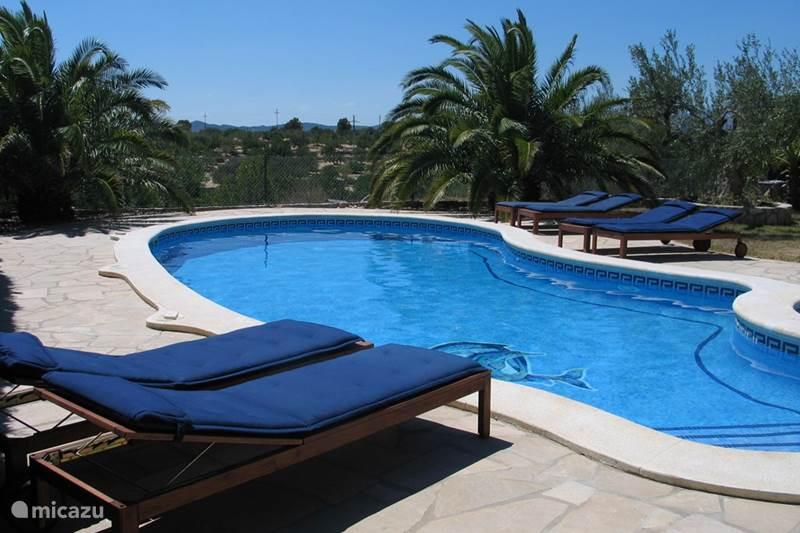 villa ferienhaus mit privat schwimmbad und in l 39 ametlla de mar costa dorada spanien mieten. Black Bedroom Furniture Sets. Home Design Ideas