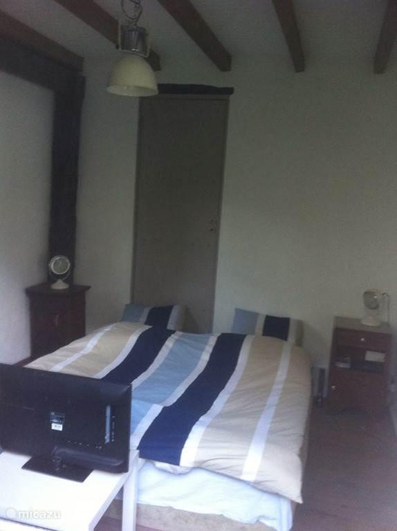 Slaapkamer met een 2-persoonsbed (1.80 breed).