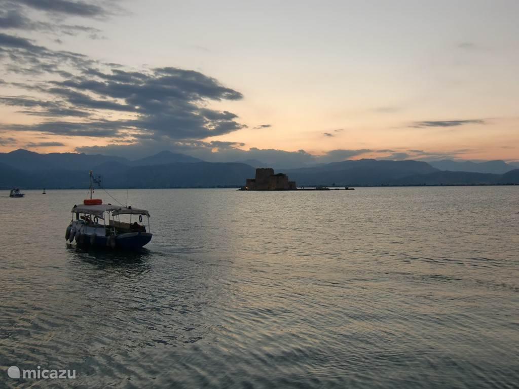 Nafplio: view from the promenade to Bourtzi