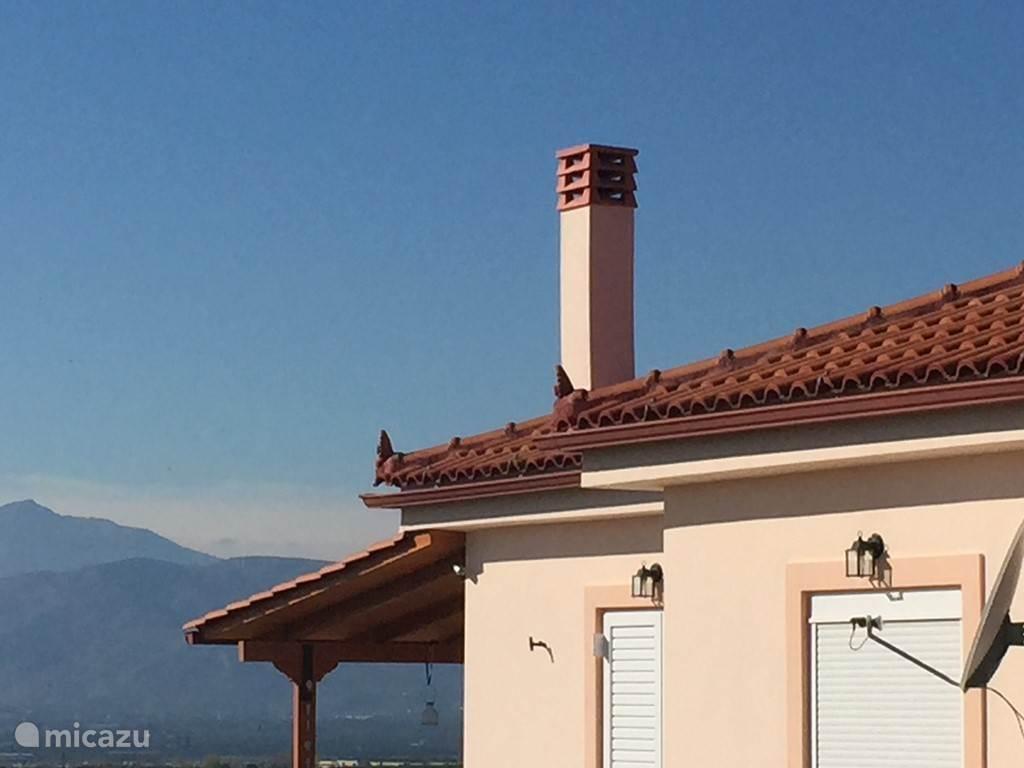 Prachtige blauwe lucht boven ons huis.
