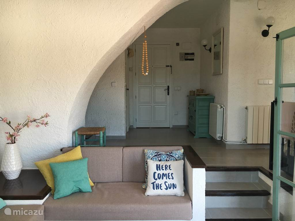 Voordeur vanuit woonkamer/zitkuil