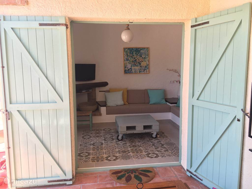 Openslaande deuren vanuit woonkamer naar terras